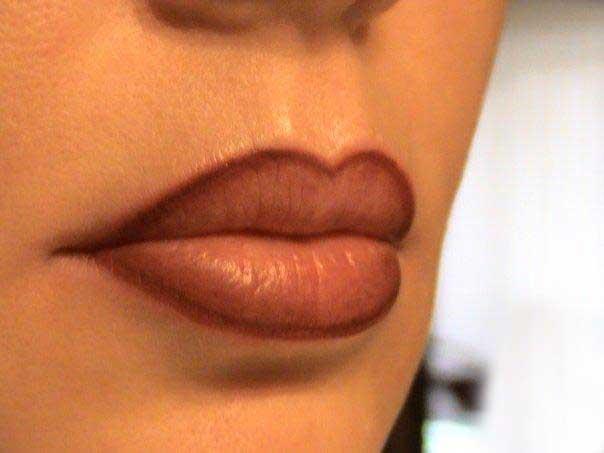 перманентный макияж губ по контуру